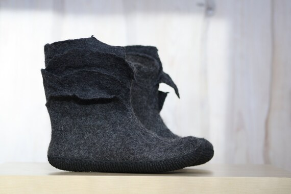 a2fe8b276a0f2 Felted Booties for women in charcoal grey - Ankle boots - Slipper boots -  Woolen shoes - Valenki - Winter boots - Snow boots - Handmade