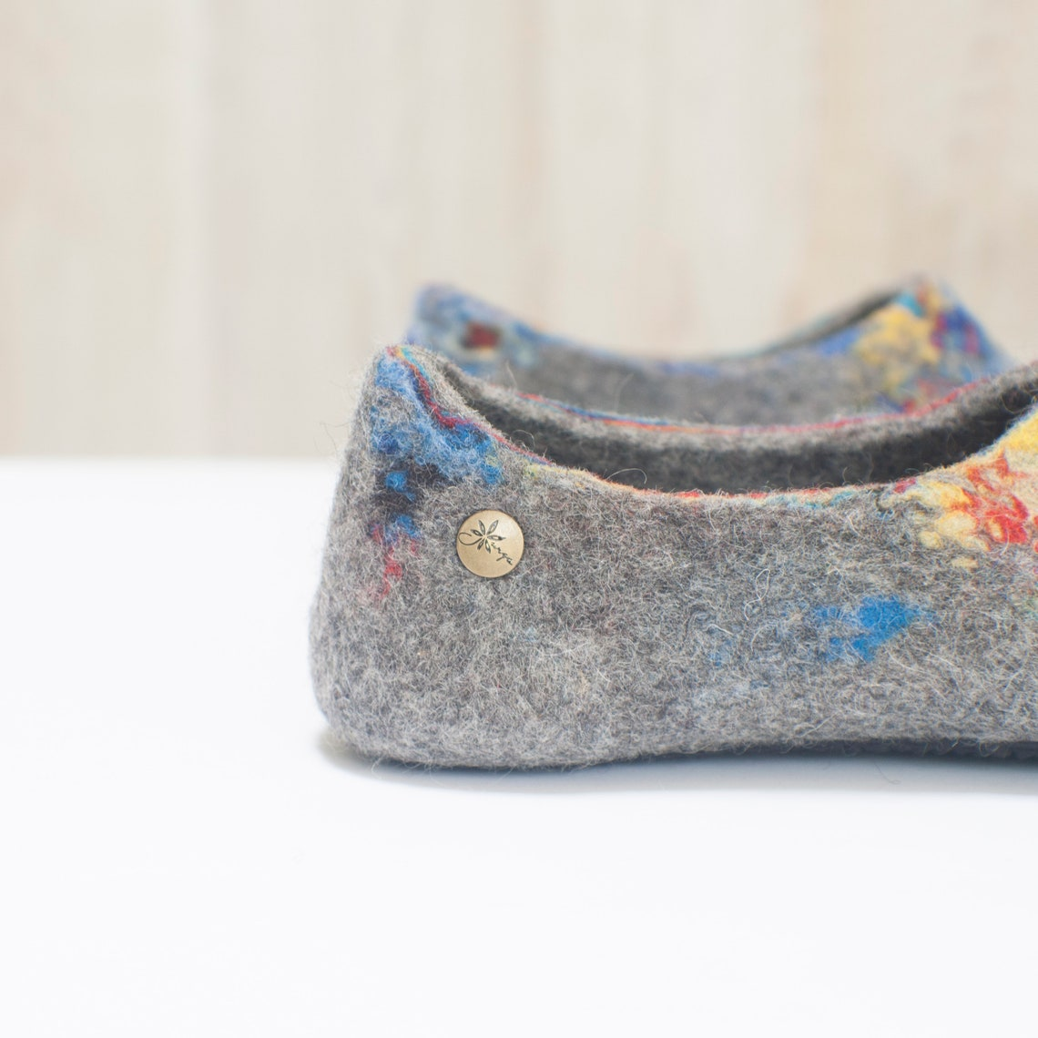 Felted slippers for women made of grey and black natural wool