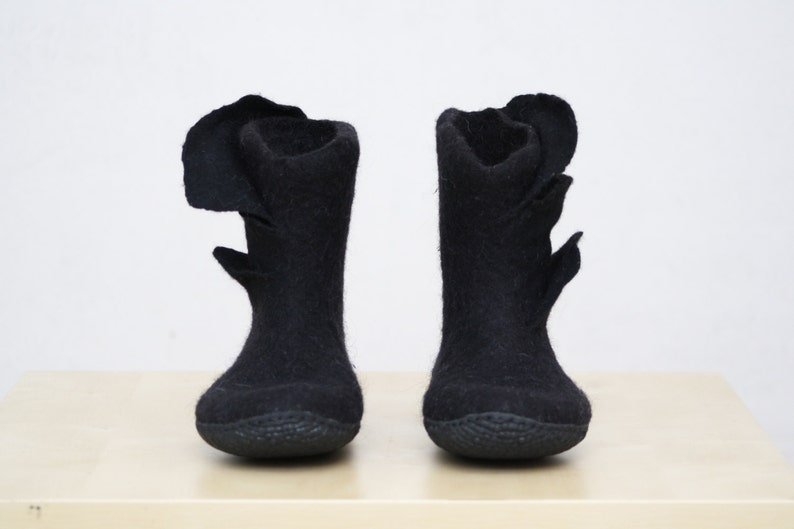 97665fd10292e Felted Boots - Black booties - Ankle boot - Women's boots - Short boots -  Woolen shoes - Valenki - Winter boots - Snow boots - Natural felt