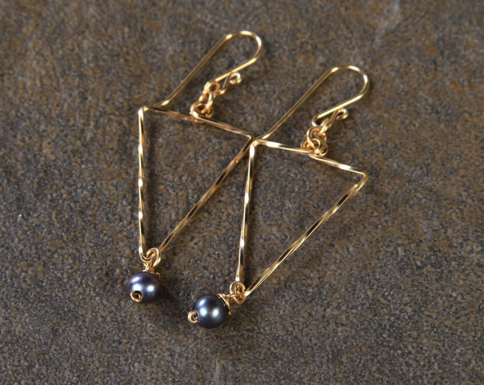 Black Pearl Geometric Earrings, Pyramid, Triangle earrings, Geometric Earrings, Peacock Pearl Jewelry