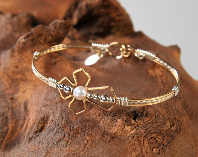 Pearl Praise Bracelet, Cross Jewelry, Spiritual Jewelry, Christian Jewelry, Faith Jewelry, Pearl Jewelry