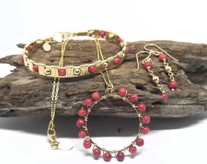 Gorgeous Gold and Jade set, Yellow Gold, Red Jade