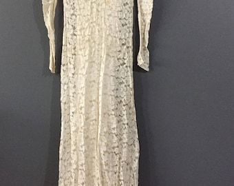 Vintage 1930s handmade Ivory Wedding Lace Gown with inner lining.