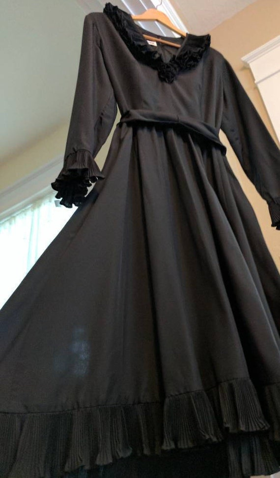 Victor Costa Black Ruffle dress Vintage Size 14