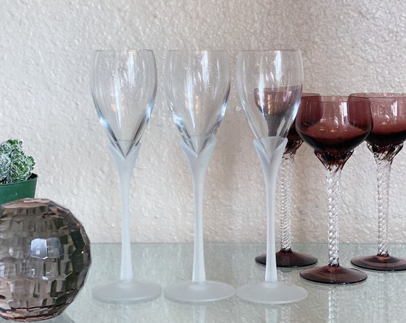 Vintage Frosted White Tulip Champagne Flutes / Glass Cup / Stemware