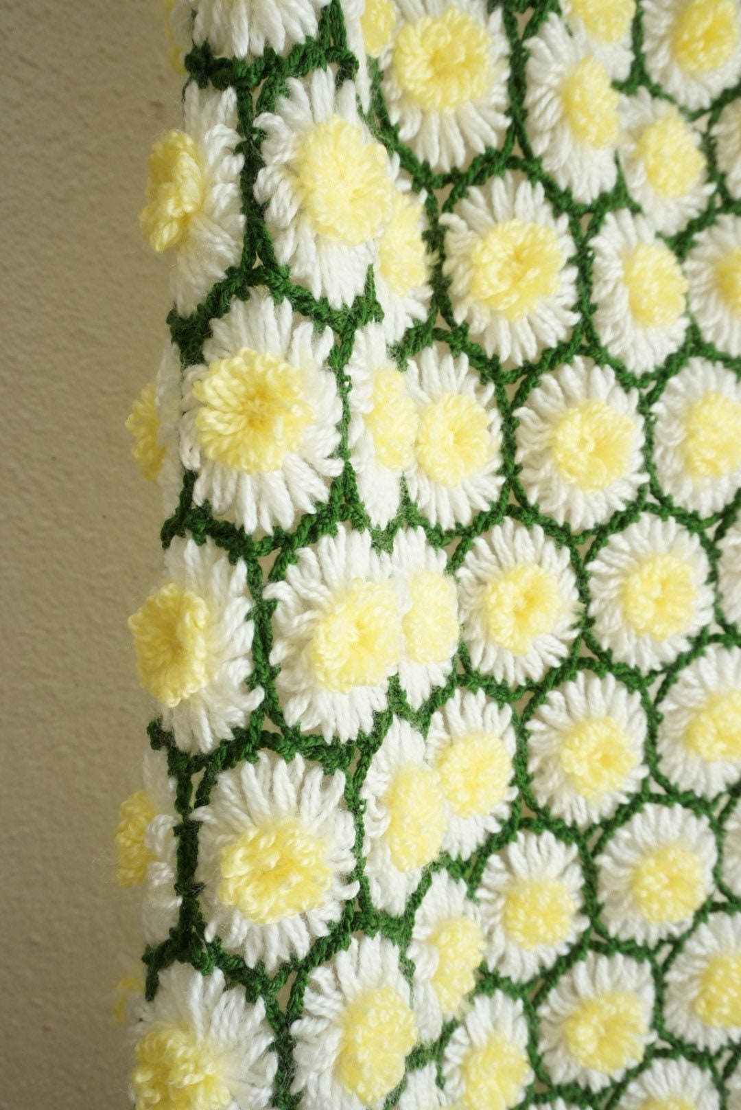 Coveted vintage daisy crochet knit honeycomb afghan blanket throw izmirmasajfo