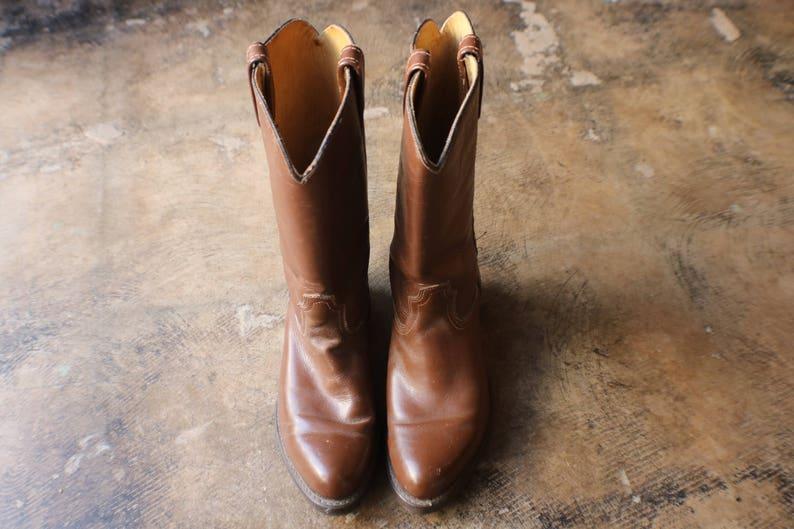 e3e1ac5e04114 7 D COWBOY BOOTS / Vintage Western Footwear / Simple Brown Leather Boots /  Women's Size 8 1/2