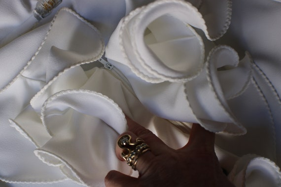 Ruffled Blouse / Vintage White Top / Woman's Vint… - image 7