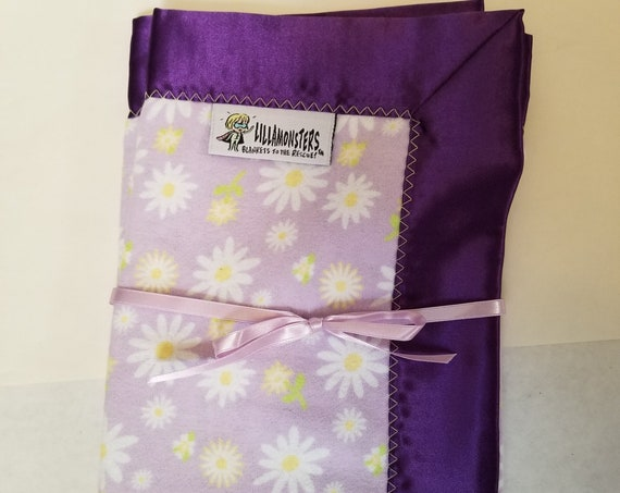 "Daisies on Lavender Security Blanket Flannel & Satin back 18"" x 18""  Small Blankie"