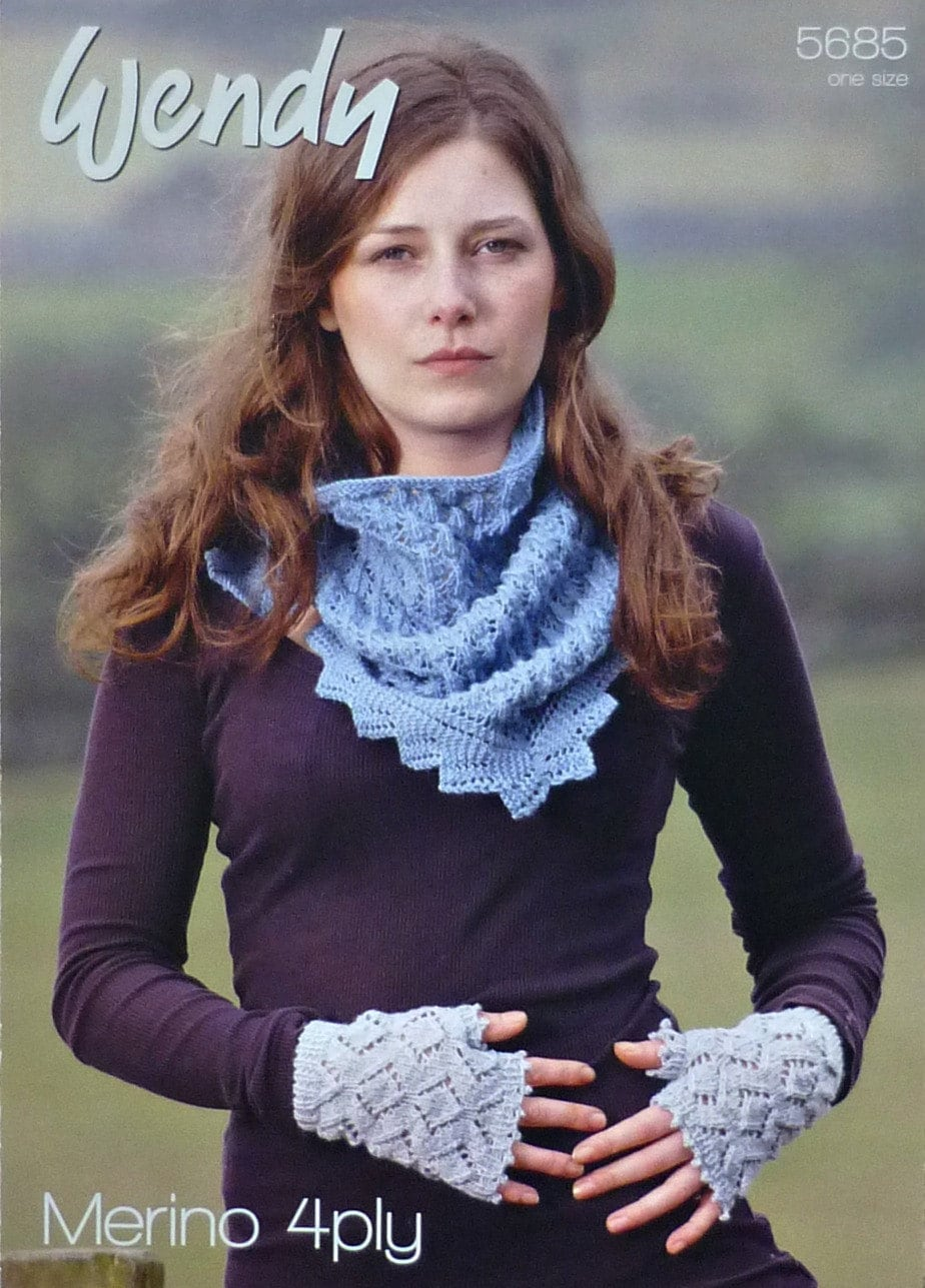 Womens Knitting Pattern W5685 Ladies Lacy Triangular Scarf And