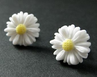 White Sunflower Earrings. Pretty White Flower Earrings in Bronze. Post Earrings. Handmade Jewelry.
