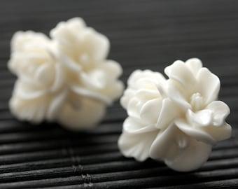 Creamy White Flower Cluster Earrings. Off White Flower Earrings. Silver Post Earrings. White Earrings. Stud Earrings. Flower Jewelry.