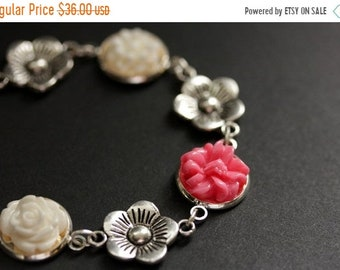 HALLOWEEN SALE Hot Pink Flower Bracelet. Pink and White Flower Bracelet with Personalized Letter Charm. Flower Bracelet in Silver. Handmade