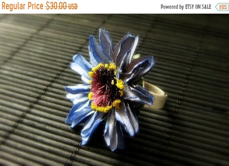 HALLOWEEN SALE Blue Flower Ring with Blue Daisy Paper Flower image 0