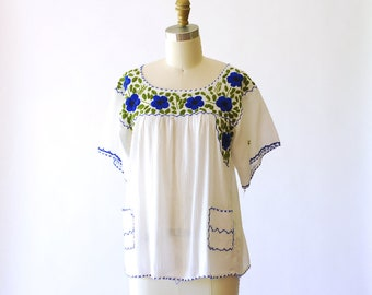 vintage 1970s Mexican floral embroidered blouse / size small medium
