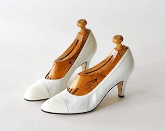 vintage Salvatore Ferragamo  white leather heels/ Italian shoes / size 7