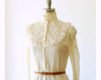 vintage 1970s Gunne Sax white cotton and lace blouse / size small medium