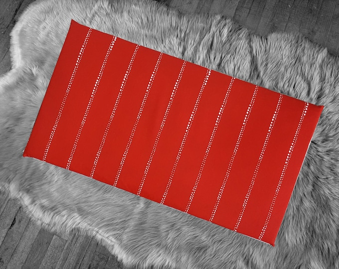 Red Dot Line Print, Bench Pad Slip Cover for Hemmahos, Pinstripe