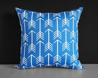 "Outdoor Arrows Cobalt Blue 18"" Pillow Cover"