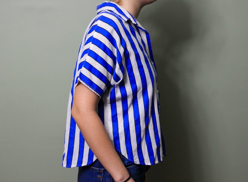 Vintage 1990s California Happenings Vertical Stripe Print Short Sleeve Button Up Collared Shirt Size Large Made in USA