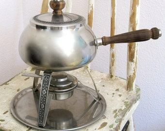 Silver look fondue pot with design