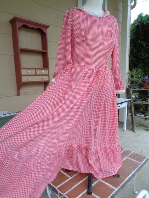 vintage women's gingham dress 1960-70's red Hallow
