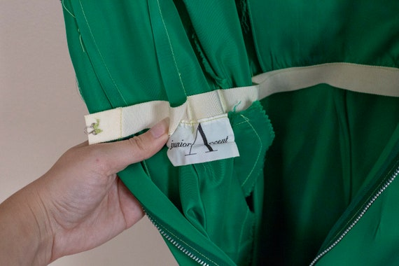 50s Junior Accent Green Satin Wiggle Dress With R… - image 10