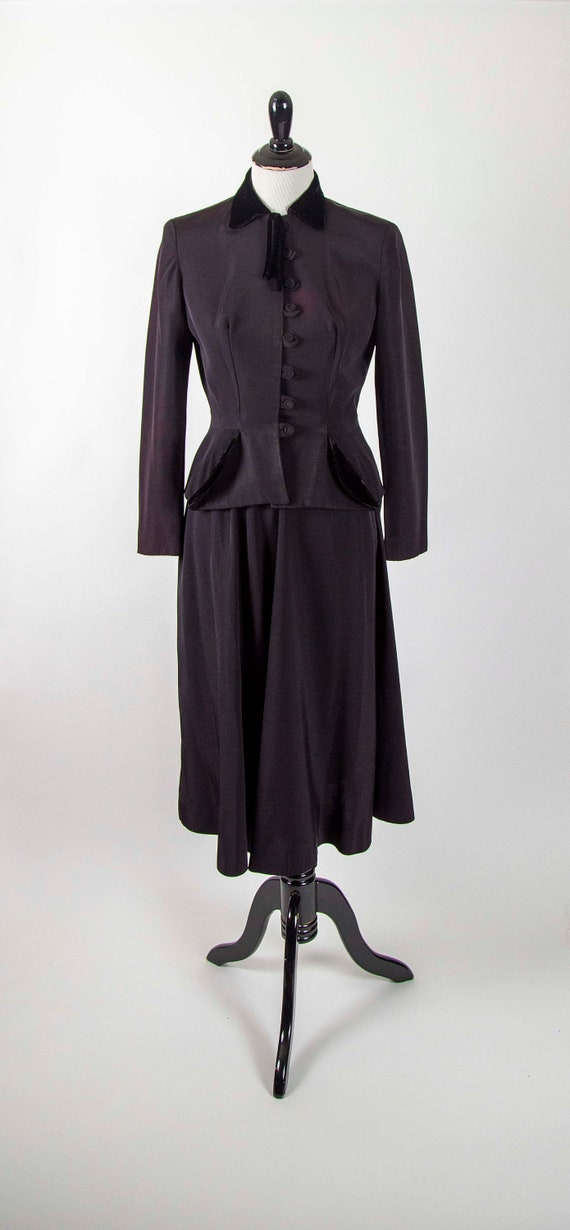 40s 2 piece Black Rayon and Velvet Skirt Suit Size