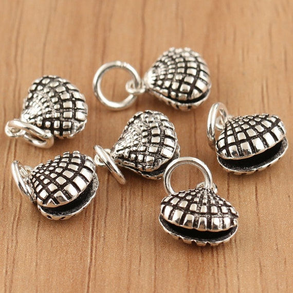 2 Shell charms antique silver tone FF196