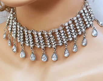 Short choker necklace woman girl marries bridesmaid her in white crystal beads and silver musket