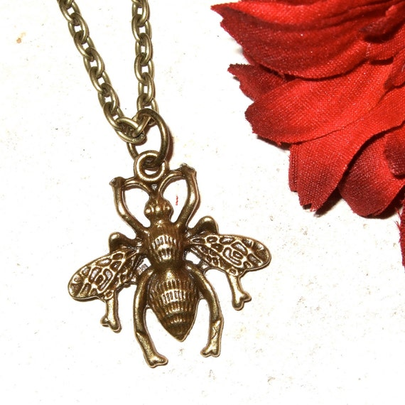 Wasp Necklace, Simple Wasp Pendant, Insect Jewelry, Bronze Wasp Charm, Everyday Jewelry, Wasp Charm, Insect Necklace, Bronze Insect Jewelry