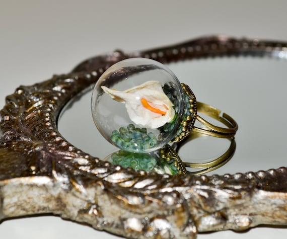 Lily Globe Ring