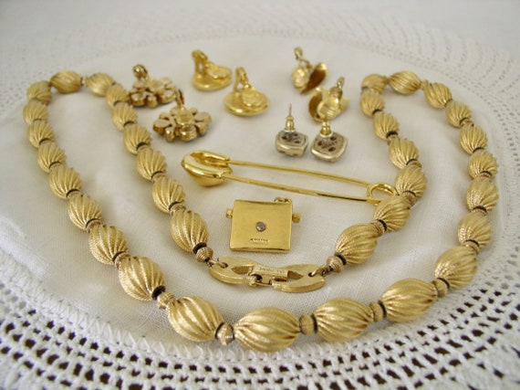 Monet Jewelry Collection.....Vintage Jewelry Coll… - image 2