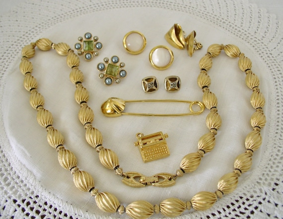 Monet Jewelry Collection.....Vintage Jewelry Coll… - image 1