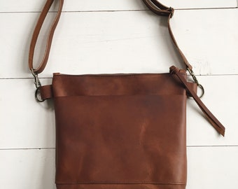 729792636671 Brown leather crossbody bag