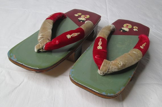 Japanese Wooden Lacquer Geisha Sandals Shoes 1940… - image 3