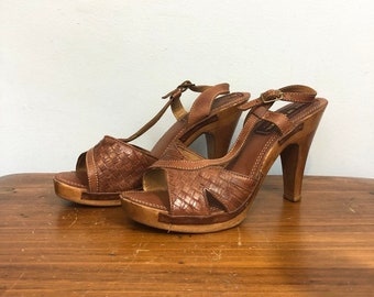 787ff2e61fb4 Vintage 70s Woven Sandals w  Wood Heel   High Heel Boho Hippie Sandals    Festival Open Toe Leather and Wooden Heels   Approx. 9.5 or 10