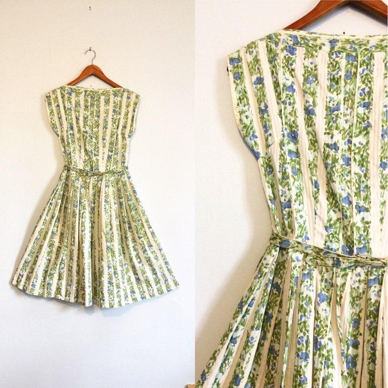 68e8ffbfd49f71 Vintage 50er Jahre Frühling Blumen Kleid / voller Kreis Rock | Etsy