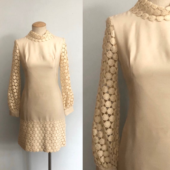 Vintage 60s Crochet Flower Dress / Flower Cream Fl