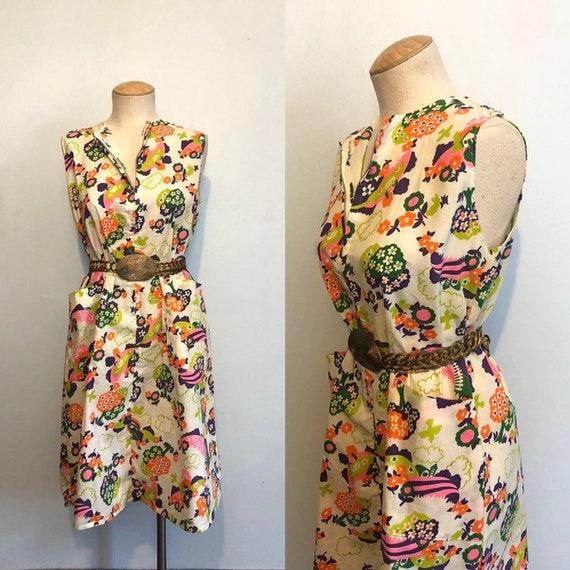 Vintage 60s / 70s Novelty Print Day Dress / Sleeve