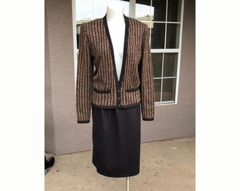 Saks Fifth Ave. St John Two-Piece Knit Suit Sweater + Skirt Brown Tweed Saks 5th Avenue Label Size 10 Business Suit Professional Wear