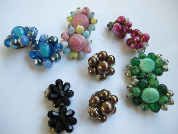 SALE Lot of vintage cluster bead clip on earrings