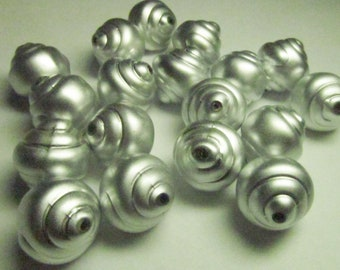 12 Vintage 15mm Matte Silver-Colored Oval Lucite Coiled Shell-Style Beads Bd2105