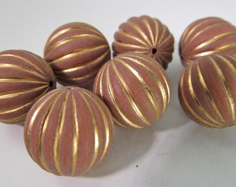 16 Vintage 16mm Cinnamon and Gold Carved Lucite Beads Bd1460