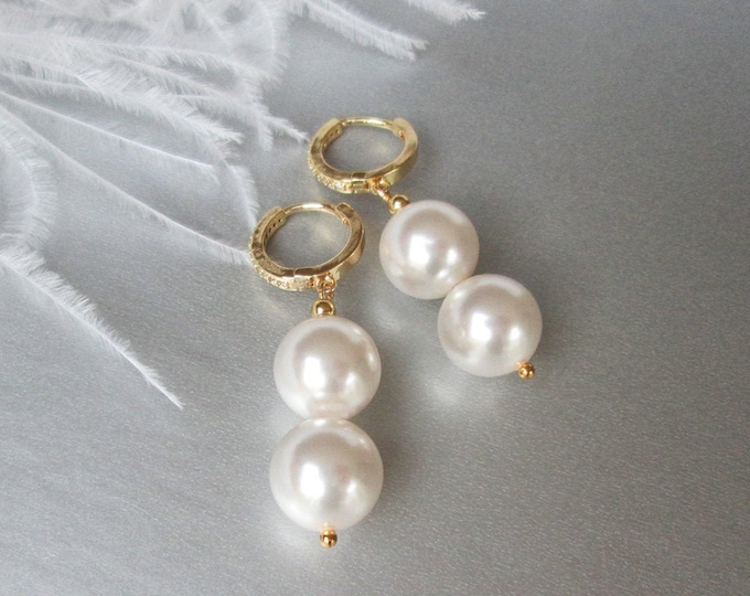 Pearl drop crystal earrings, Swarovski crystal bridal earrings, Swarovski earrings,  Bridal pearl dangles earrings in gold, silver