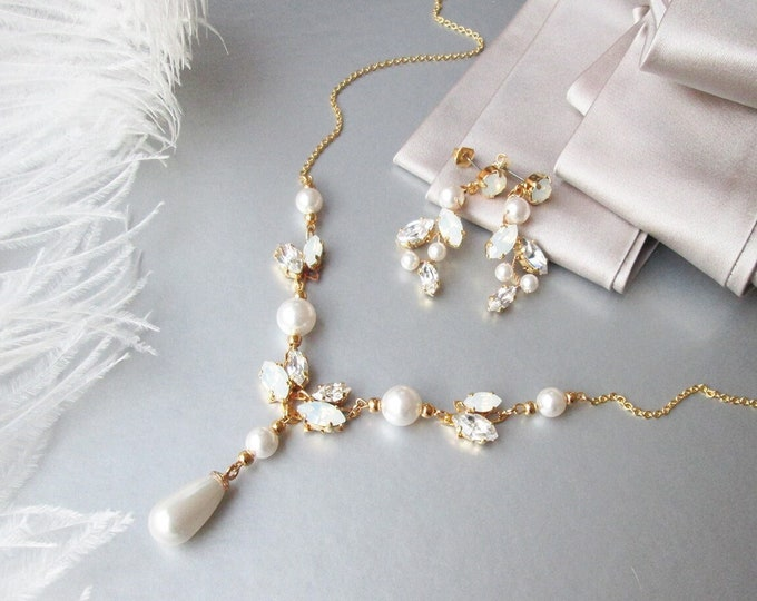 Delicate floral Swarovski jewelry set, Crystal opal and pearl jewelry set,Wedding jewelry, Crystal and pearl bridal necklace in gold, silver