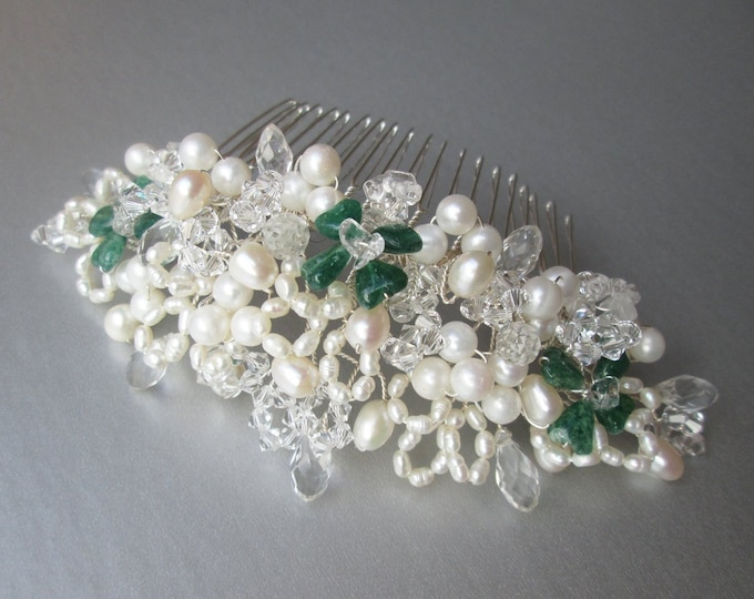 Four leaf clover green gemstone hair comb, Pearl crystal and gemstone hair comb, Clover bridal headpiece, Wedding pearl hair comb Swarovski