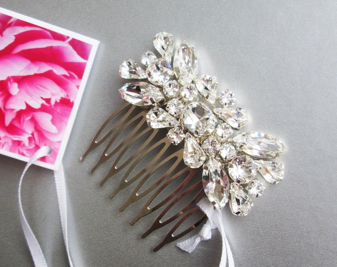 Swarovski crystal hair comb, Bridal crystal hair comb, Dainty crystal hair comb, Sparkly bridal headpiece, Wedding hair comb, Bridal comb