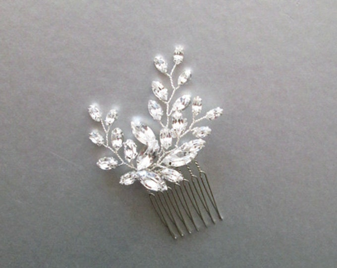 Swarovski crystal hair comb, Bridal crystal hair comb, Dainty crystal hair comb, Sparkly bridal head piece, Wedding hair comb, Bridal comb