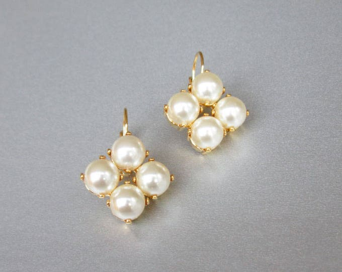 Bridal crystal earrings, Swarovski crystal pearl bridal earrings, Swarovski earrings,  Bridal pearl earrings in gold or silver,